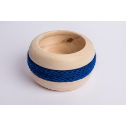 Ciotola di pino cembro Coco con fascia di lana merino (Blu Royal)